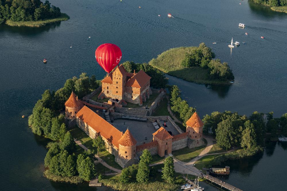 Skrydis oro balionu Vilniuje arba Trakuose